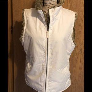 Gap reversible vest